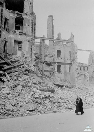 http://www.historyworlds.ru/uploads/gallery/main/250/great-world-war2-142.jpg