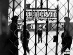 Надпись на воротах лагеря  гласит «Каждому своё»