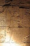 Фараон окружен аурой бессмертия из ключей жизни